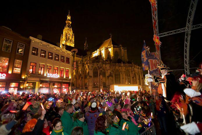 Carnaval in de buitenlucht, op de Grote Markt in Breda.