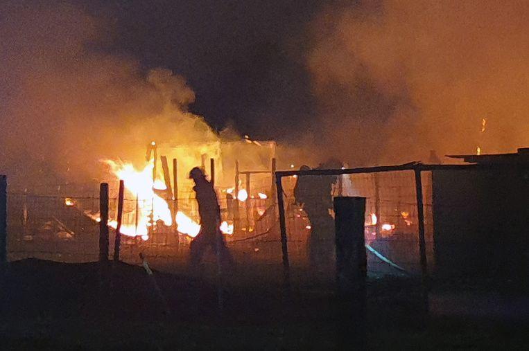 Een brand in de omgeving van het station van Herentals legde vorige week donderdag twee caravans, een duivenhok en een materiaalhok in de as.