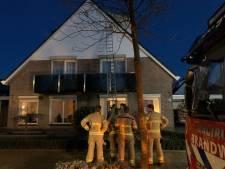 Deel dakkapel dreigt naar beneden te komen, brandweer 's-Heerenberg grijpt in