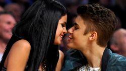 """Selena Gomez flirt met Justin Bieber-lookalike in veelzeggende videoclip: """"Ik kom altijd bij je terug"""""""