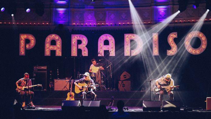 Thijs van der Meulen met Roofman op het podium van Paradiso.