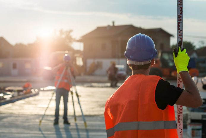 stockadr landmeter wegwerkzaamheden bouw arbeid werk woningbouw woning bouwsector bouwvakker