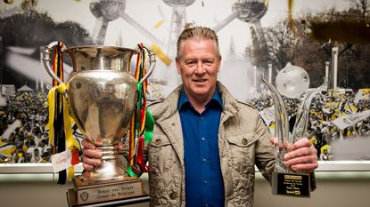 Profvoetballers kiezen Peter Maes tot Trainer van het Jaar