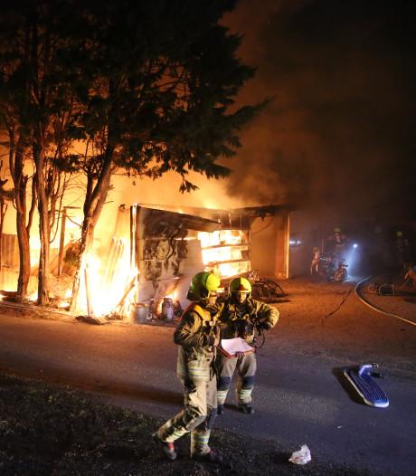 Persoon ademt rook in bij brand in Hoek van Holland