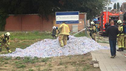 Alerte chauffeur dumpt brandende lading papiersnippers