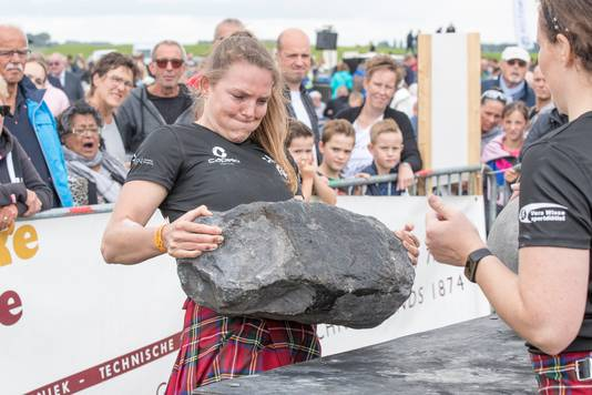 Ook de sterke vrouwen laten zich van hun beste kant zien tijdens de vierde editie van de Highland Games by the Sea.