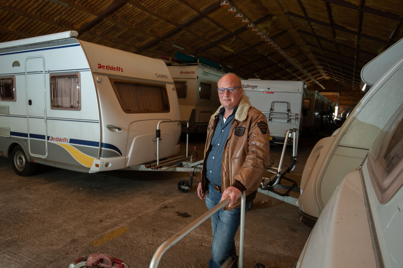 Vakantiegevoel? Zet een caravan voor je deur: de 'Quarantaine Van' Kost je 25 euro per dag. Idee van Renze Boersma die geen caravan kan verhuren omdat sanitairgebouwen niet gebruikt mogen worden op campings.