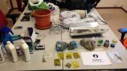 Wijkagent doet onverwachte drugsvondst tijdens bezoek aan appartement: bewoner kan niet snel genoeg alles opruimen