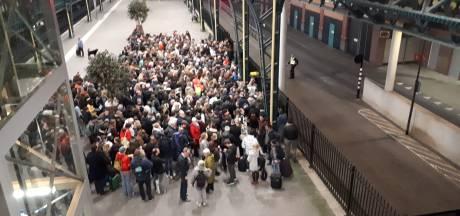 Chaos op stations Eindhoven en Den Bosch door stroomstoring eindelijk opgelost: kapotte kabel gevonden en gerepareerd