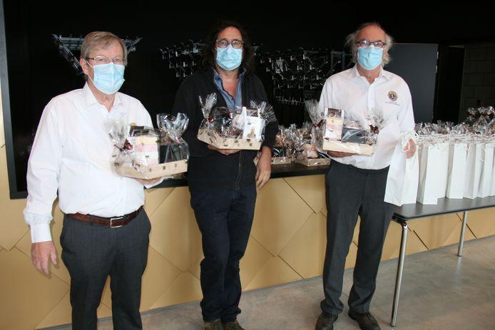 Lions Club Antwerpen Moerland en vzw Doedèskadèn slaan de handen in elkaar om dessertpakketten te verdelen onder de kwetsbare Kapellenaren