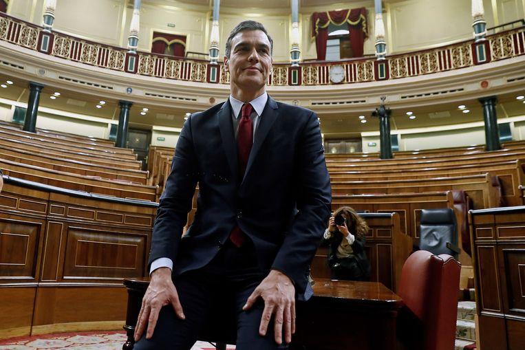 Pedro Sánchez in het parlement in Madrid. Beeld EPA