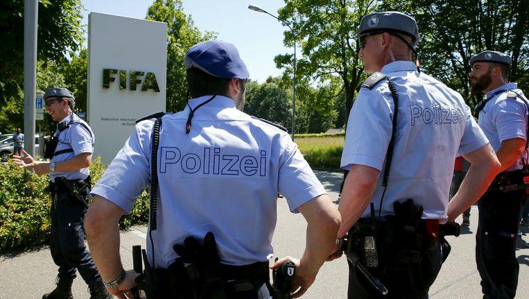 Zwitserse politie voor het FIFA-hoofdwartier in Zürich.
