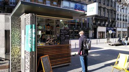 Nieuwe kiosk met biologische schotels geopend op de Brouckèreplein