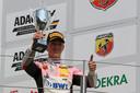 David Schumacher op het podium na de Formule 4-race op de Nürburgring