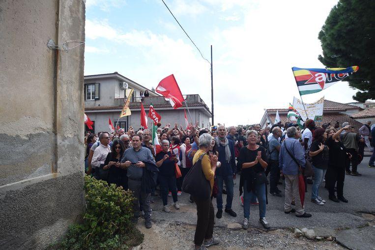 Protest in Riace tegen de aanhouding van burgemeester Domenico Lucano op 6 oktober 2018.