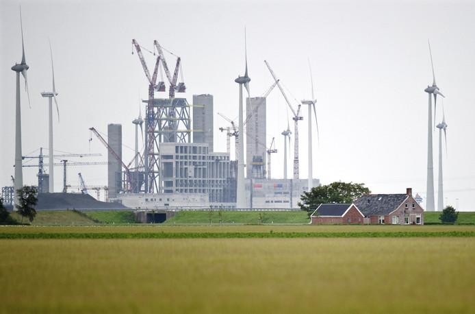 De kolencentrale van RWE/Essent in de Groningse Eemshaven. De bouw, inmiddels afgerond, zorgde voor veel verzet van milieuclubs.
