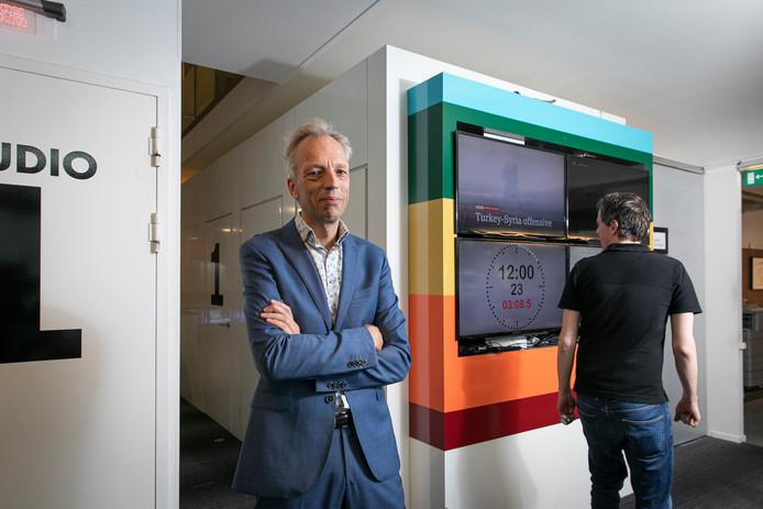 Sjors Fröhlich op de redactie van BNR Nieuwsradio.