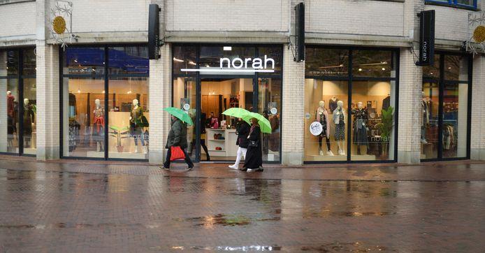 Flink wat winkels waren open tijdens de koopzondag van afgelopen weekeinde, maar door de regen was het niet druk.