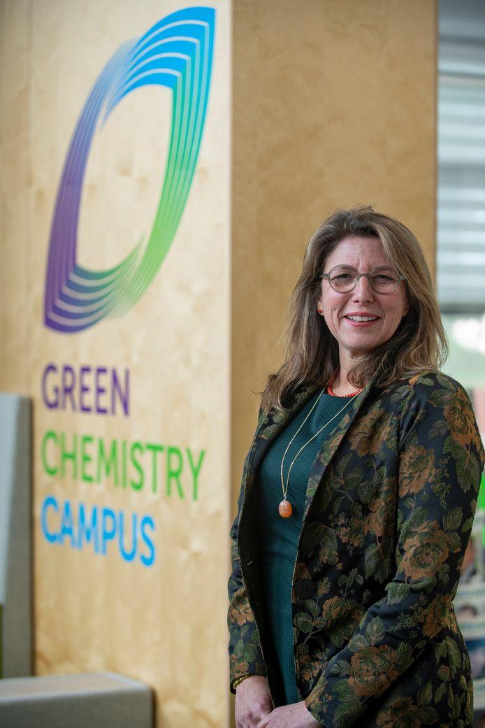 Connie Paasse is de nieuwe directeur van de Green Chemistry Campus waar aan de ontwikkeling van  biobased producten wordt gewerkt: nieuwe producten uit biomassa, zeg maar plantaardig materiaal.