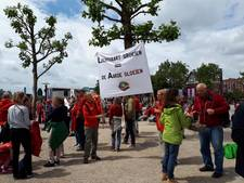 Protest tegen groei luchthavens op Museumplein
