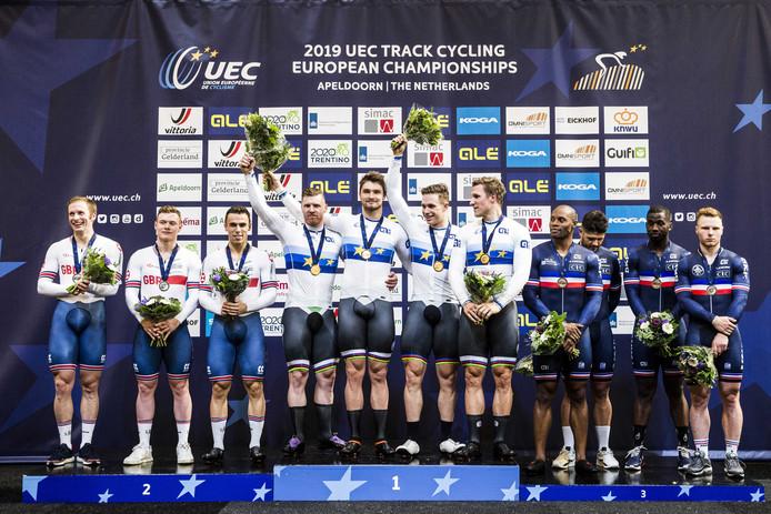Jeffrey Hoogland, Harrie Lavreysen, Roy van den Berg en Matthijs Buchlie pakten goud op de teamsprint, vóór Groot-Brittannië.