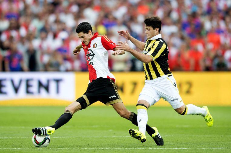 Marko Vejinovic van Feyenoord in duel met Valeri Qazaishvili van Vitesse Beeld anp