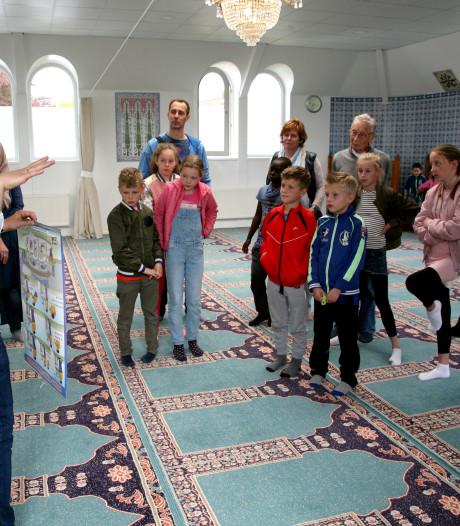 Turkse moskee in Nijkerk breidt uit met gebedsruimte