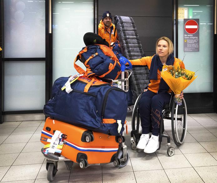 Chef de mission Esther Vergeer komt aan op Schiphol tijdens de terugkeer van de paralympische ploeg na afloop van de Paralympische Spelen in Zuid-Korea.