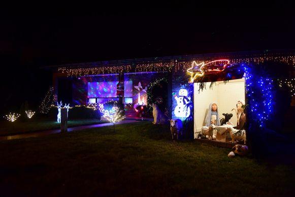 Op tal van plaatsen werden er grote kerststallen buiten geplaatst aangevuld met de nodige versiering