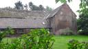 De boerderij van Bart Romijnders krijgt bescherming tegen wind en regen.