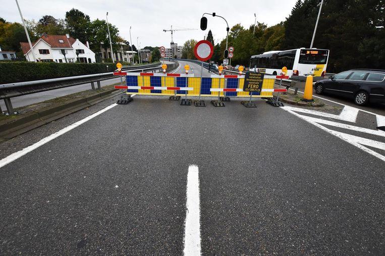 Verkeer mag het viaduct, dat dagelijks zo'n 50.000 weggebruikers te slikken krijgt, niet meer op. Er wordt dan ook zware hinder verwacht.