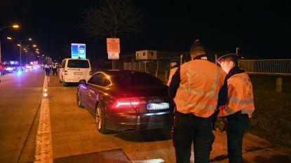 Man rijdt politiecombi aan tijdens controle