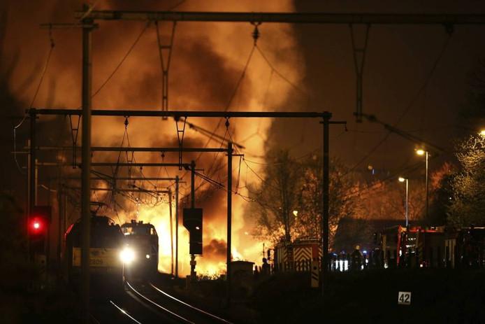 Kan de ramp in Wetteren ook in West-Brabant gebeuren? Ja, zegt de Veiligheidsregio. 'Want zoiets komt als een dief in de nacht.' foto AFP