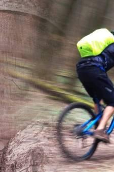 Duitse fietsendief gaat boom te lijf om slag te slaan