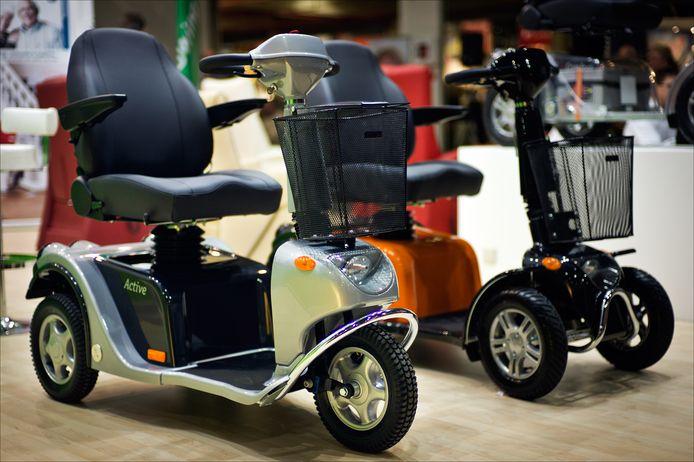De meeste scootmobielen hebben drie wielen en zijn erg instabiel