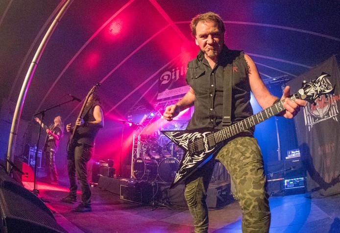 Slayensemble (Slayer tributeband uit Duitsland) met de zanger/gitarist Anatoli Aloha Monov op Dijkrock.