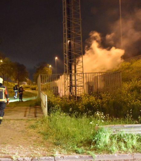 Extra bewaking bij zendmasten, zorgen over brandstichters