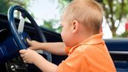 Broertjes van 2 en 5 jaar oud stelen auto van moeder