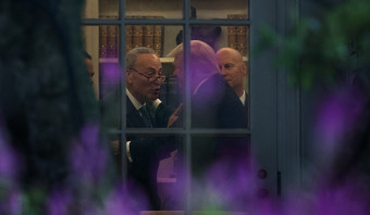 Trump smeedt deal met Democraten