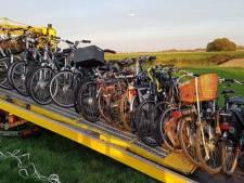 Gestolen tractor en 22 fietsen gevonden in weiland en schuur in Waalwijk