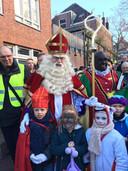 Sinterklaas ontmoet kinderen van Oisterwijk (met John Kusters in de 'hoofdrol')
