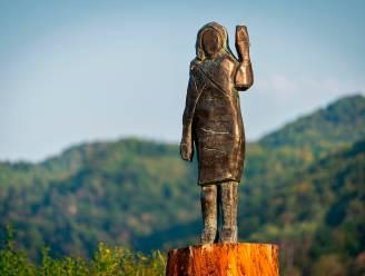 Nieuw standbeeld Melania Trump onthuld in Slovenië nadat vorige in brand werd gestoken