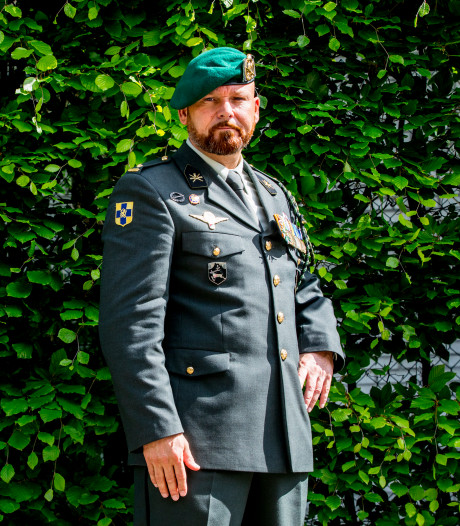 Omstreden oorlogsheld Marco Kroon presenteert derde boek in Doetinchem