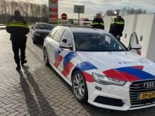 Politie moet zoektocht op hoge snelheid staken door achtervolger op de A28