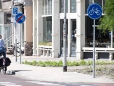 Welkom in de bordenjungle van Nijmegen: fietspad is 'op metaal' 16 meter lang