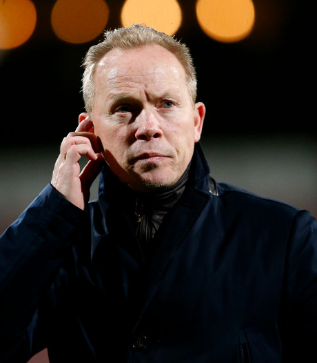 Helmond Sport-trainer Boessen beducht voor 'hobbelveld' Almere City: 'Onszelf aanpassen'