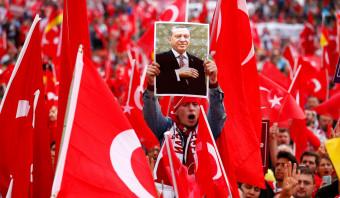 De EU moet definitief stoppen met het overleg over de toetreding van Turkije, zegt rapporteur