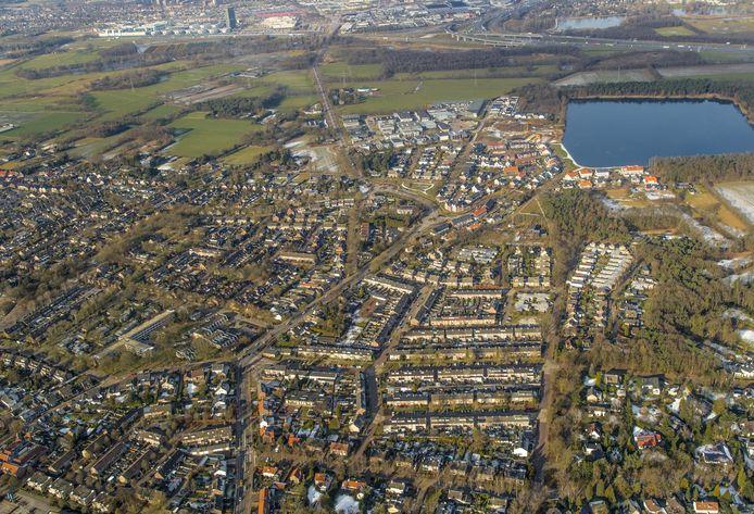 Een luchtfoto van Waalre met rechtsboven het Gat van Waalre (2017).