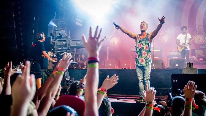 De Nederlandse band Chef 'Special treedt op tijdens de eerste dag van de 23e editie van muziekfestival A Campingflight to Lowlands Paradise