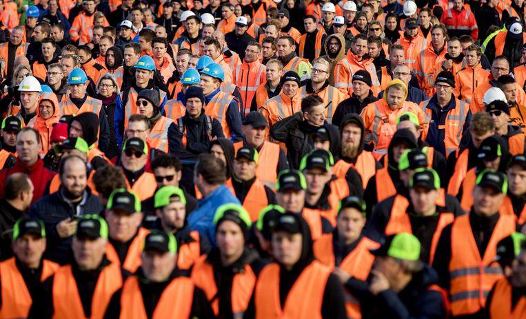 Het bouwprotest Grond in Verzet op het Malieveld. Bouwers en transporteurs demonstreren met shovels en hijskranen tegen het stikstofbeleid.  Beeld ANP